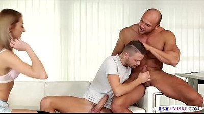 Tall hunk assfucked while pussylicking