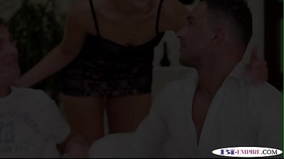 Pussyfucking stud cums while getting fucked