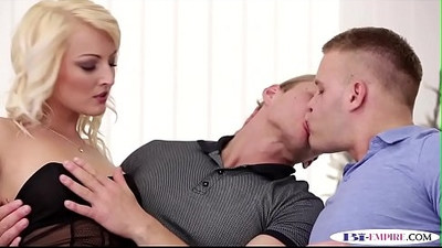 Stud fucks pussy while getting ass banged
